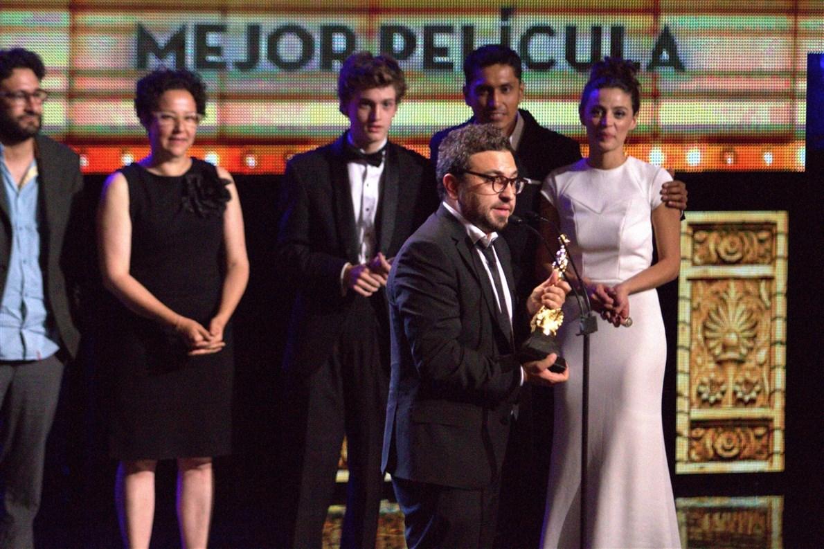 La ópera prima de Alonso Ruiz Palacios, Güeros, que para la 57 entrega de los premios Ariel estuvo nominada en 12 categorías, ganó, entre otras, en Mejor Película y Director, en la 57 entrega de los Premios Ariel.
