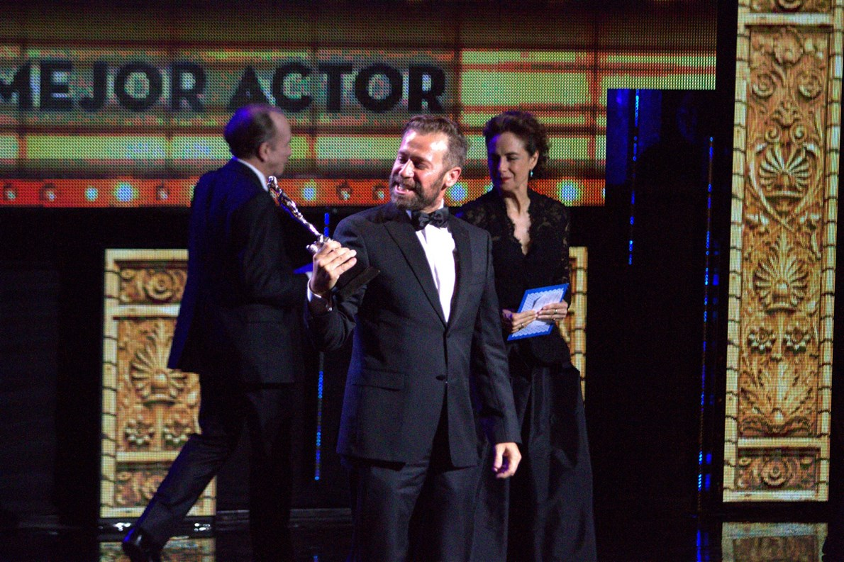 Juan Manuel Bernal se convirtió en uno de los vencedores en la ceremonia de la Academia Mexicana de Artes y Ciencias Cinematográficas, al obtener el Premio Ariel como Mejor Actor por su interpretación en la película Obediencia perfecta.