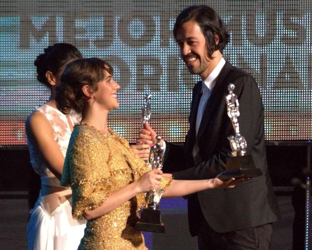 Los hermanos Emmanuel, Renato y Ramiro del Real recibieron la presea por su trabajo en la cinta Las oscuras primaveras, de Ernesto Contreras durante la ceremonia 57 de los Premios Ariel.