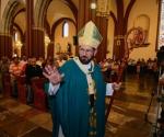 """Madres solteras son """"una plaga"""": arzobispo de Xalapa"""