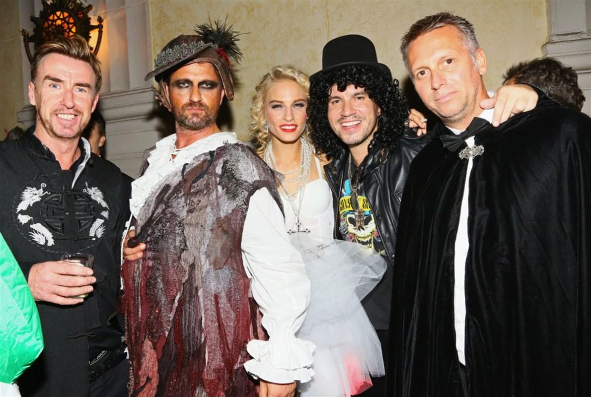 Gerard Butler, con Veronique Lazoore, George Glasgow Jr., en la fiesta de Los Ángeles.