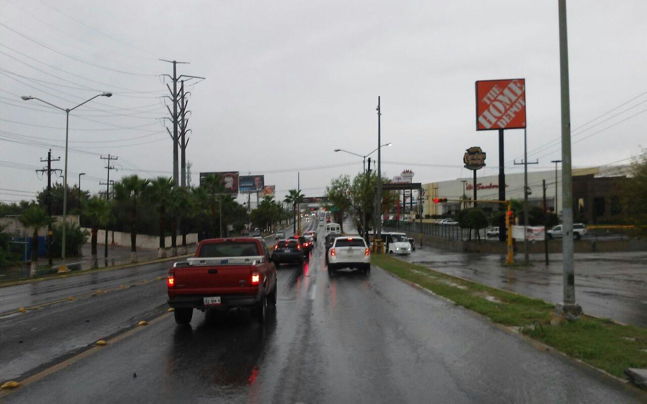Empezó a bajar el agua en el Bulevar Hidalgo.