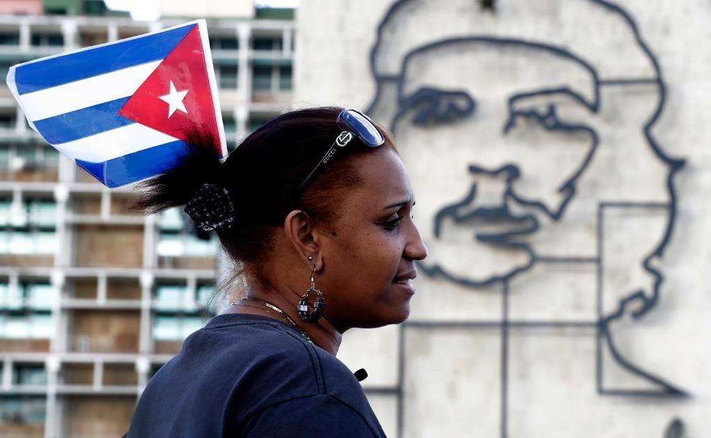 El acto de hoy pondrá fin a dos días de tributos a Fidel Castro en el memorial José Martí de la Plaza de la Revolución, por donde cientos de miles de cubanos han desfilado entre lunes y martes para dar su último adiós al ex mandatario. Foto Jorge Serratos