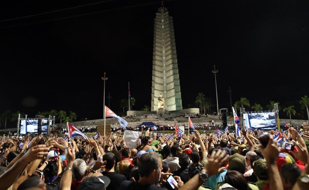 Aunque las autoridades cubanas no han ofrecido datos sobre el número de personas que se han congregado en la céntrica Plaza de la Revolución, el lugar tiene capacidad para acoger a más de 1 millón de personas. Foto EFE