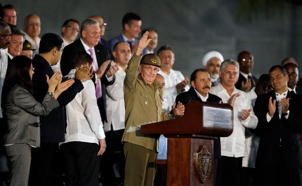 A este acto popular en homenaje al ex presidente y líder de la Revolución cubana, fallecido el pasado viernes a los 90 años, asisten más de 20 jefes de Estado y de Gobierno llegados de todo el mundo, encabezados por el gobernante cubano, Raúl Castro. Foto