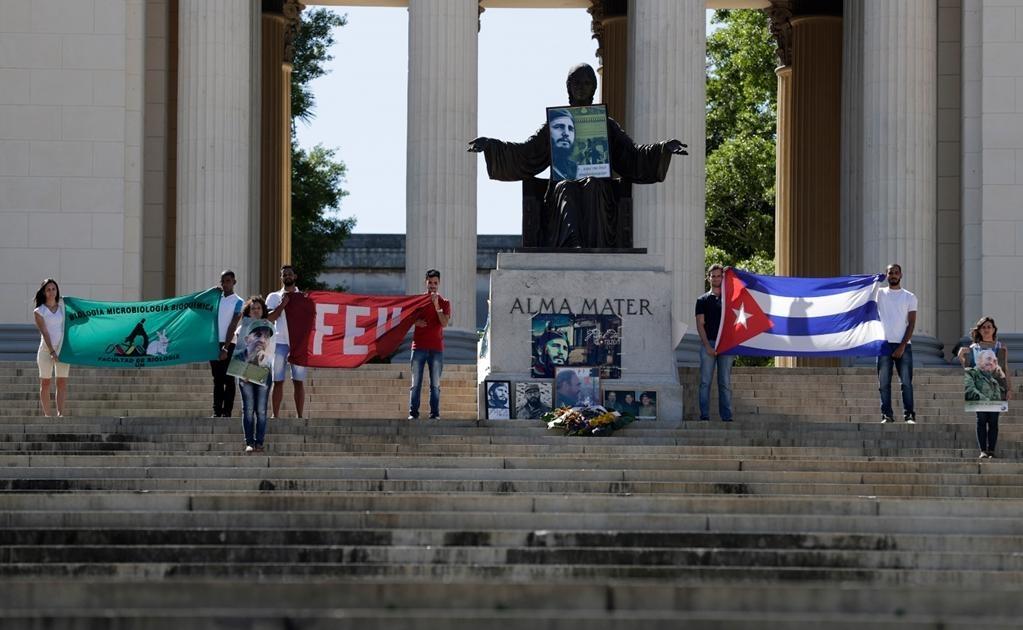 Tras la muerte de Fidel Castro el pasado viernes, a los 90 años de edad, las autoridades cubanas decidieron instalar en el Memorial tres retratos del fallecido líder en otras tantas salas del monumento, para que los cubanos pudieran ofrecer sus condolenci