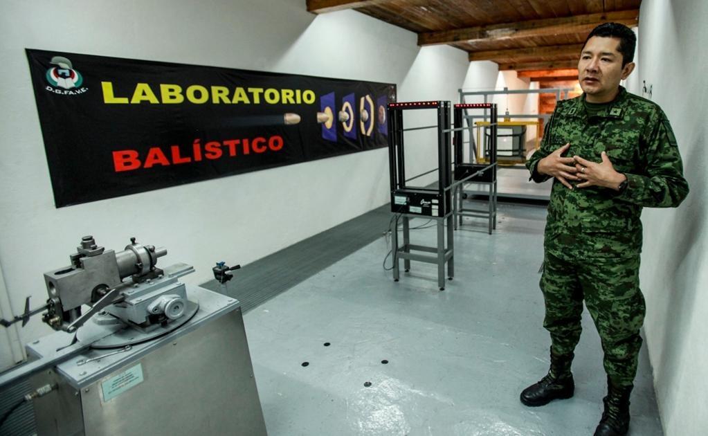 La investigación aplicada en los chalecos empieza en el laboratorio de pruebas balísticas, el único certificado en América Latina.