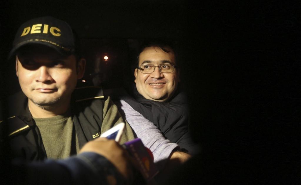 """Esa sonrisa fue la que irritó tanto a los mexicanos y dio pie a teorías y suspicacias en las redes sociales sobre una """"entrega pactada"""". Foto: EFE"""