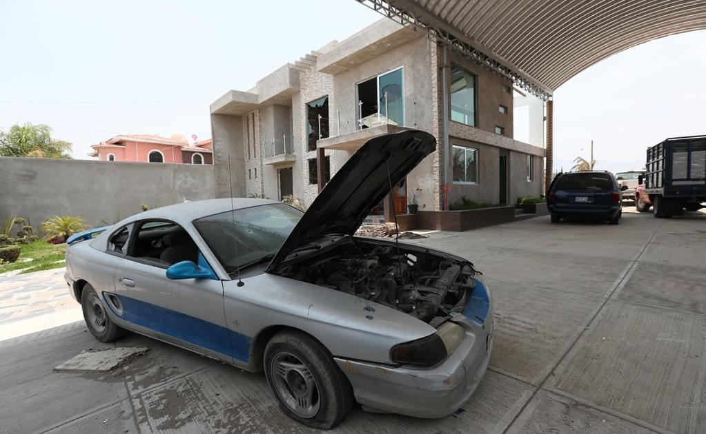 Se trasladaba en un Mustang con placas del Estado de México, una Grand Caravan también con placas de esa entidad.