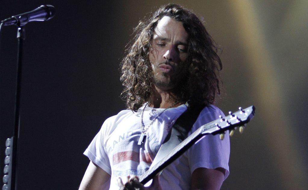 Cornell colaboró también con miembros de lo que más tarde sería Pearl Jam para formar Temple of the Dog, que sacó un disco homónimo en 1991 homenajeando a su amigo Andrew Wood, antiguo líder de Mother Love Bone.