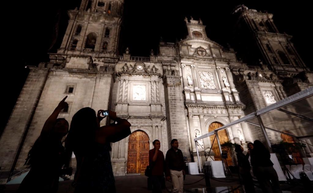Desde esta noche, la Catedral Metropolitana de la Ciudad de México contará con una nueva iluminación en tonalidades blancas. Foto: Yadín Xolalpa/EL UNIVERSAL