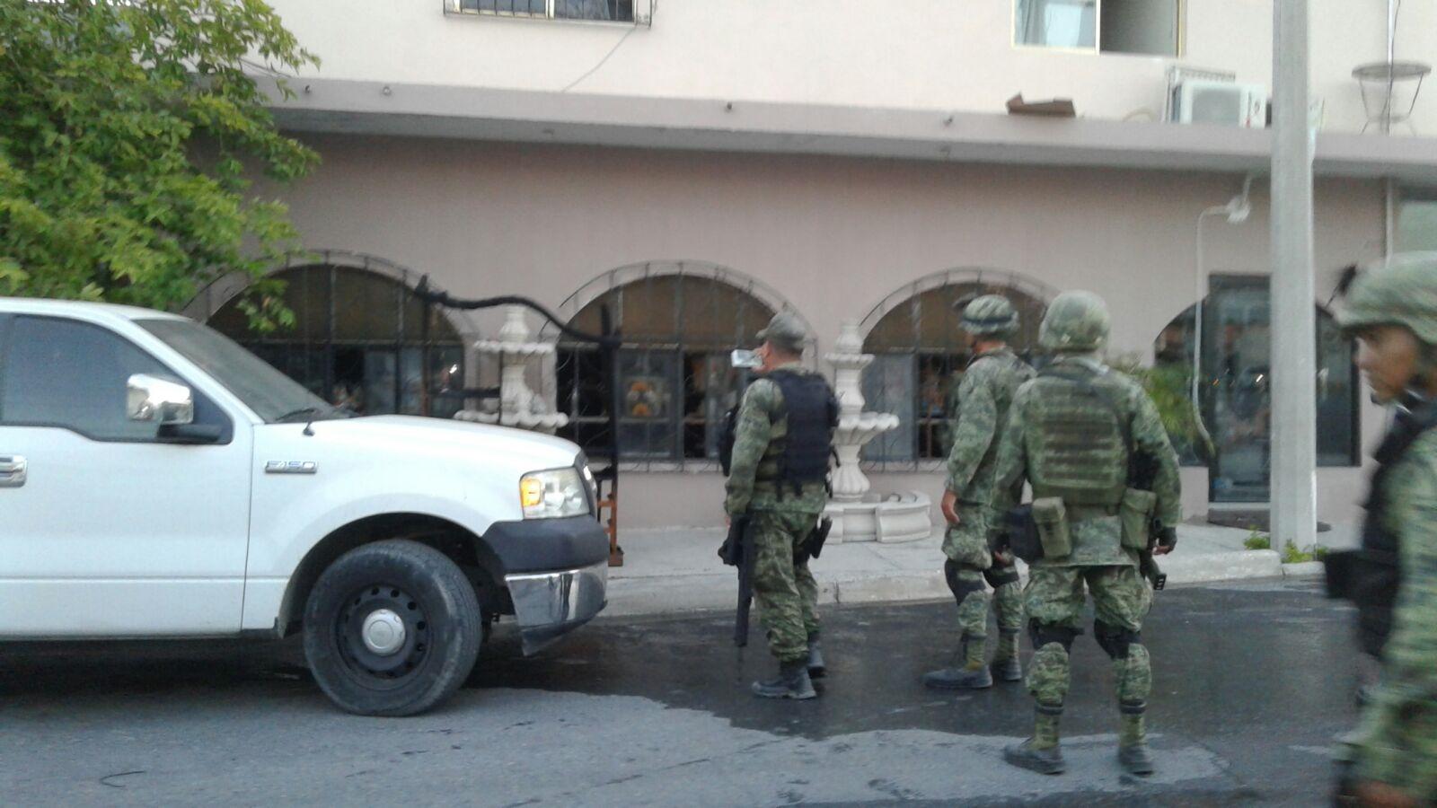 MILITARES. Al lugar del incendio, también arribaron elementos militares para indagar cuales eran las razones del incendio. (Foto: Heriberto Rodríguez)