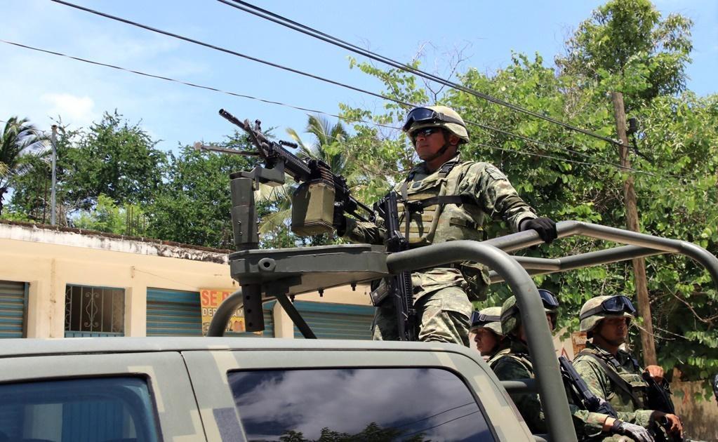 Elementos de la Secretaría de Seguridad Pública y de la Fiscalía de Guerrero arribaron al centro penitenciario para restablecer el orden. Foto: Xinhua