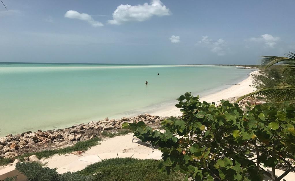 Puedes ir cuando quieras, pero octubre es un excelente mes para visitar la isla por su buena temperatura, bajo costo de hospedaje y el reducido número de turistas; las playas de arena blanca podrían ser solo para ti.Cortesía del Hotel Las Nubes de Holbo