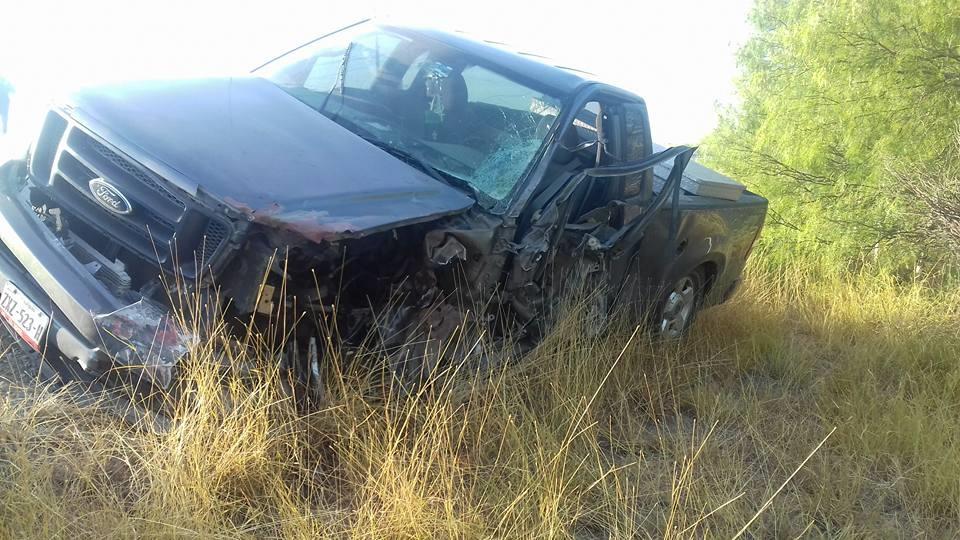 CAMIONETA. Esta camioneta pick-up, marca Ford, tipo F-150, cabina y media, color gris, modelo 2014 y con placas de circulación ZXZ-523-H, fronterizas del Estado de Tamaulipas, la cual invadió carril contrario.