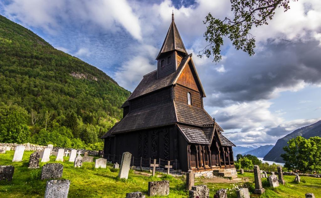 Urnes es la iglesia de madera más antigua en Noruega. (Foto: Istock)