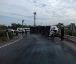 Vuelca tráiler tras dormitada de conductor en Reynosa