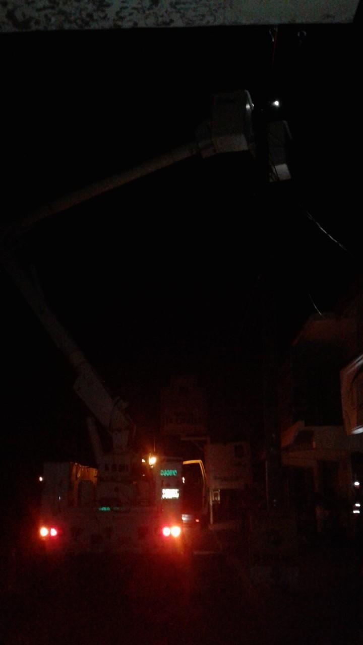 APAGON. Actividades comerciales y hogareñas del primer cuadro de la ciudad y otros sectores aledaños, se vieron trastocadas en altas horas de la noche del miércoles, tras registrarse un repentino apagón de luz.(foto: Heriberto Rodríguez)