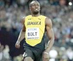 Se mete Usain Bolt a 'semis' caminando