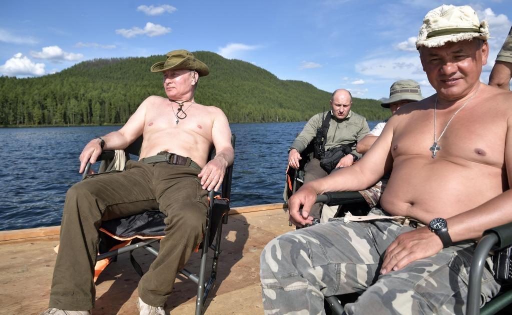 La imagen de Putin a caballo sin camiseta en una pradera siberiana tomada hace tres años es una de las más populares del líder ruso, que nunca ha escondido ser un abanderado de los valores tradicionales y del machismo más rancio.