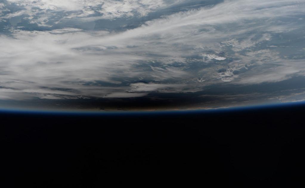 Astronautas también compartieron la forma en que se vio el eclipse desde el espacio. Foto: Twitter / Paolo Nespoli