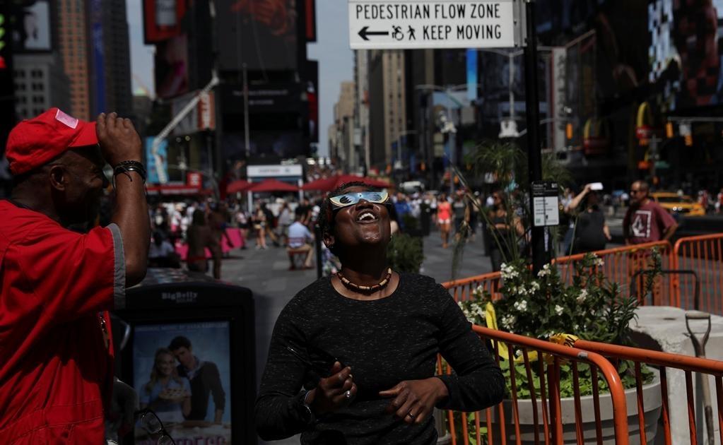 Muchas personas planearon encuentros para ver el fenómeno en grupo. Foto: Reuters