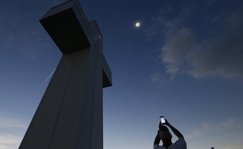 El eclipse total fue el primero en cruzar Estados Unidos de una costa a otra en 99 años. Foto: AP