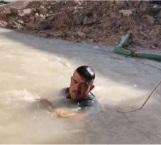 Se la juega para arreglar fuga de agua frente a Potabilizadora