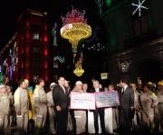 Iluminan por fiestas patrias en el Zócalo de la CDMX