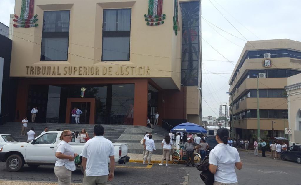 En Tabasco, oficinas públicas como el Congreso Local y el Tribunal Superior de Justicia fueron desalojadas ante el temblor.