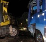 Choca tráiler contra autobús en Veracruz; hay 15 heridos y un muerto