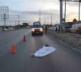 Queda obrera muerta en carretera al ser embestida por auto 'fantasma'