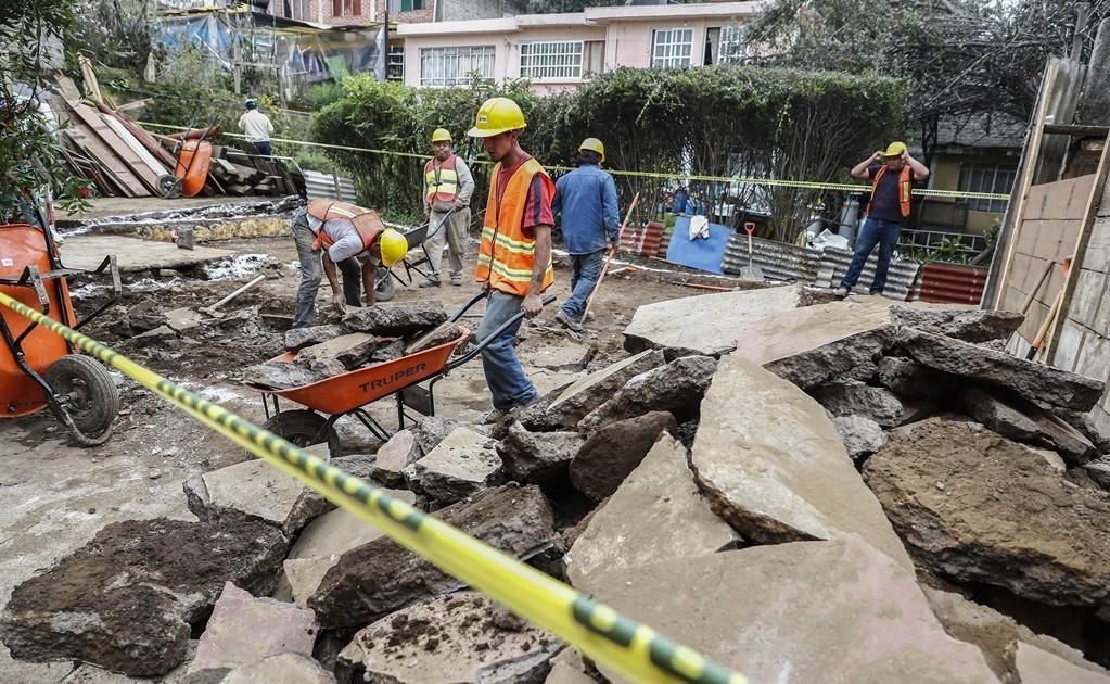 En la colonia Santa Rosa Xochiac, delegación Álvaro Obregón, inició la reconstrucción de viviendas a dos semanas del sismo de 7.1 grados.