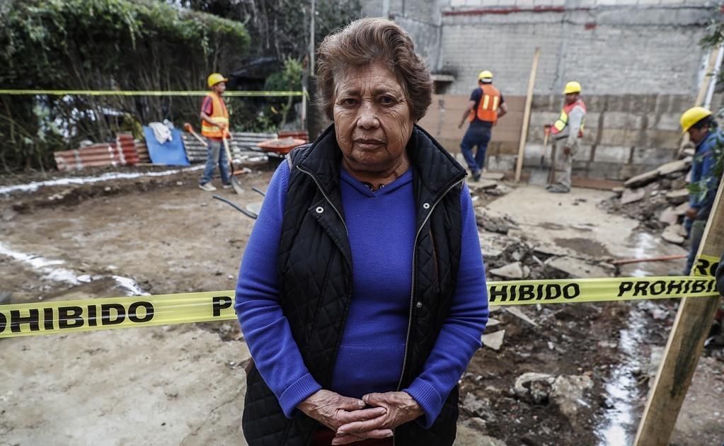 """""""Nosotros afortunadamente cuando fue el sismo alcanzamos a salirnos, porque se abrieron las paredes y se vino así de sopetón, cuenta una de las habitantes."""