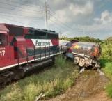 Arrastra tren a pipa que llevaba prisa