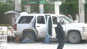 2 muertos al enfrentarse en gasolinera