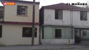 Comando abre fuego contra dos casas