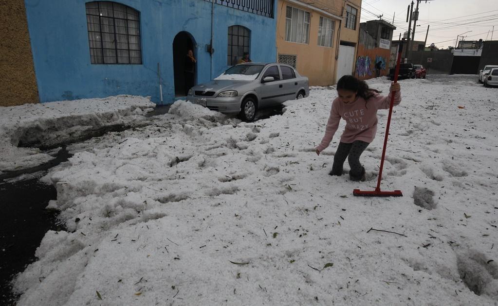 Una tormenta atípica cubrió de granizo la capital del Estado de México. (Foto: El Universal)