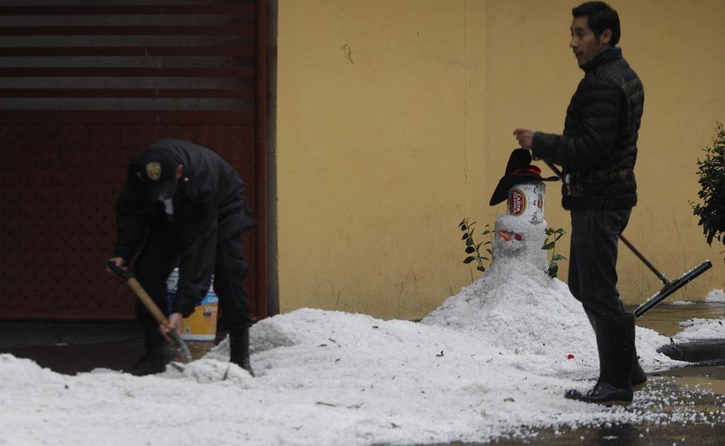 El granizo dejó paisajes nevados y Toluca.