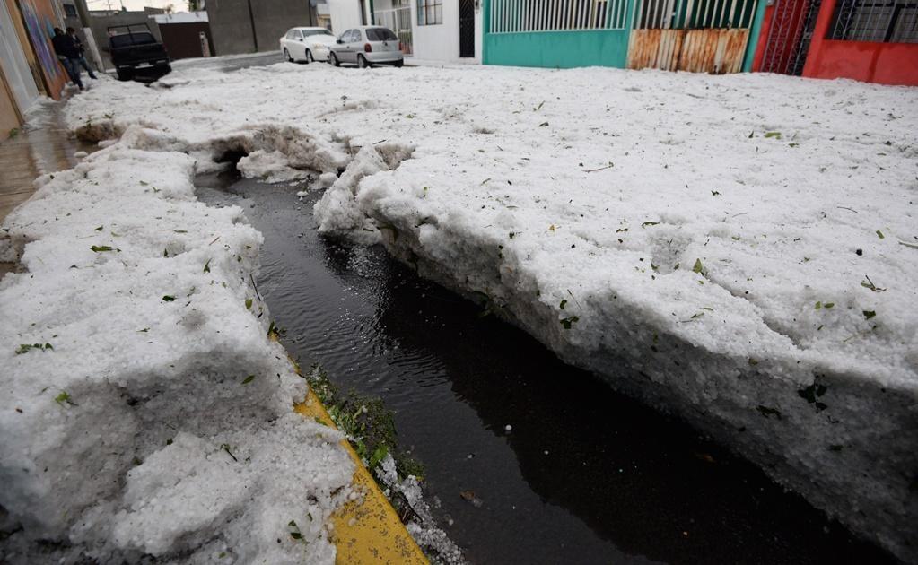 El granizo también cubrió de blanco los municipios de Metepec y Zinacantepec. (Foto: Cuartoscuro)