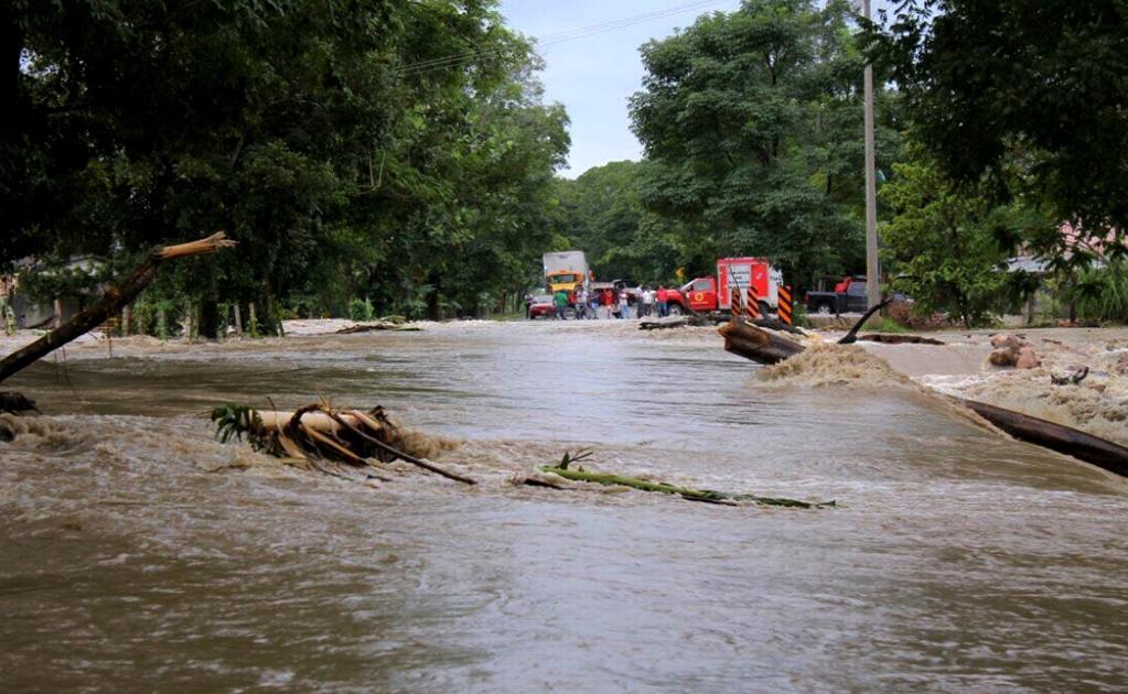 El frente frío numero seis dejó en Tabasco cerca de 3 mil personas afectadas de 51 comunidades en 11 de los 17 municipios del estado, por lo que se valora solicitar la declaratoria de emergencia, en algunas localidades con mayores daños.