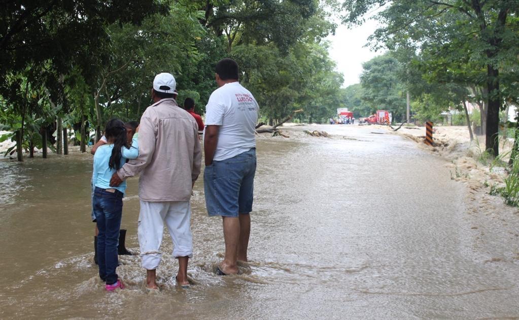 En torno a la necesidad de insistir a la Comisión Nacional del Agua, para que construya las obras hidráulicas pendientes, Núñez Jiménez señaló que si bien las protecciones existentes han mitigado riesgos en Villahermosa, por el derrame de los ríos, se nec