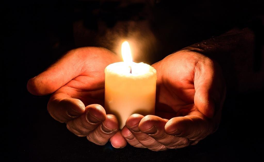 En algunas comunidades indígenas se piensa que el número de veladoras es equivalente al número de almas que se esperan recibir. (Foto: Pixabay)
