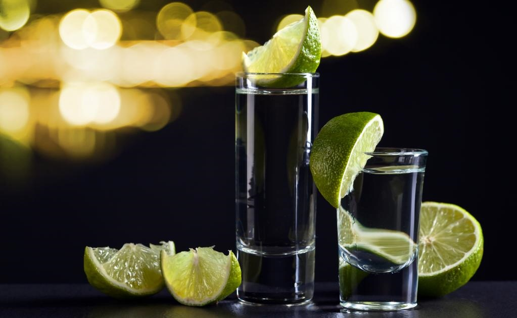 Uno de los licores más representativos de México es el tequila y es usual verlo en ofrenda de Día de Muertos. (Foto: Istock)