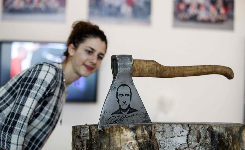 El comisario de la exposición, Marat Guelman, explicó que el objetivo de la muestra es exponer a los artistas rusos que en su país natal no pueden desarrollar su talento. Foto: AFP / Tolga Akmen