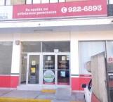 Chaparros asaltan financiera y farmacia