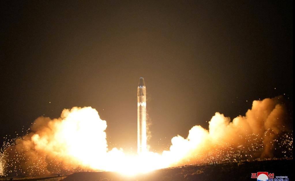 El régimen norcoreano publicó una amplia galería de fotografías de su nuevo misil balístico intercontinental, el Hwasong-15.