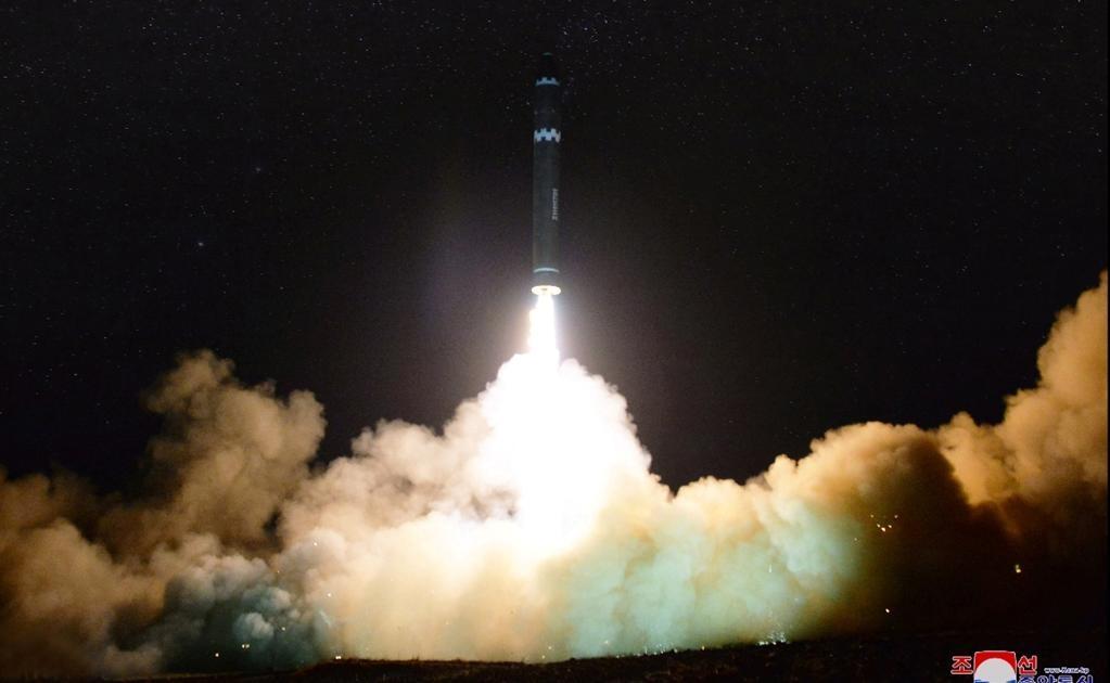 El proyectil voló 950 kilómetros y alcanzó un apogeo de 4.475 kilómetros antes de caer en aguas del Mar de Japón (llamado Mar del Este en la península coreana).