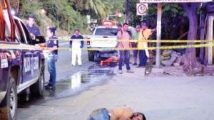 Matan a 2 y queman taxi en Guerrero