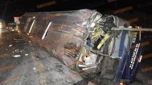 Choque entre autobús y tráiler; 9 heridos
